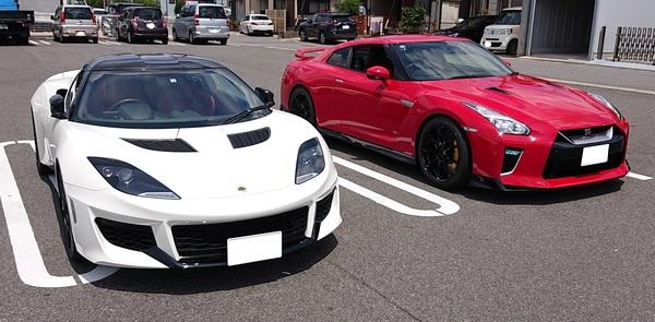LotusEvora400とR35 GT-Rが存在する日常